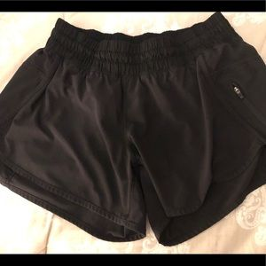 Lululemon Tracker shorts in black 10